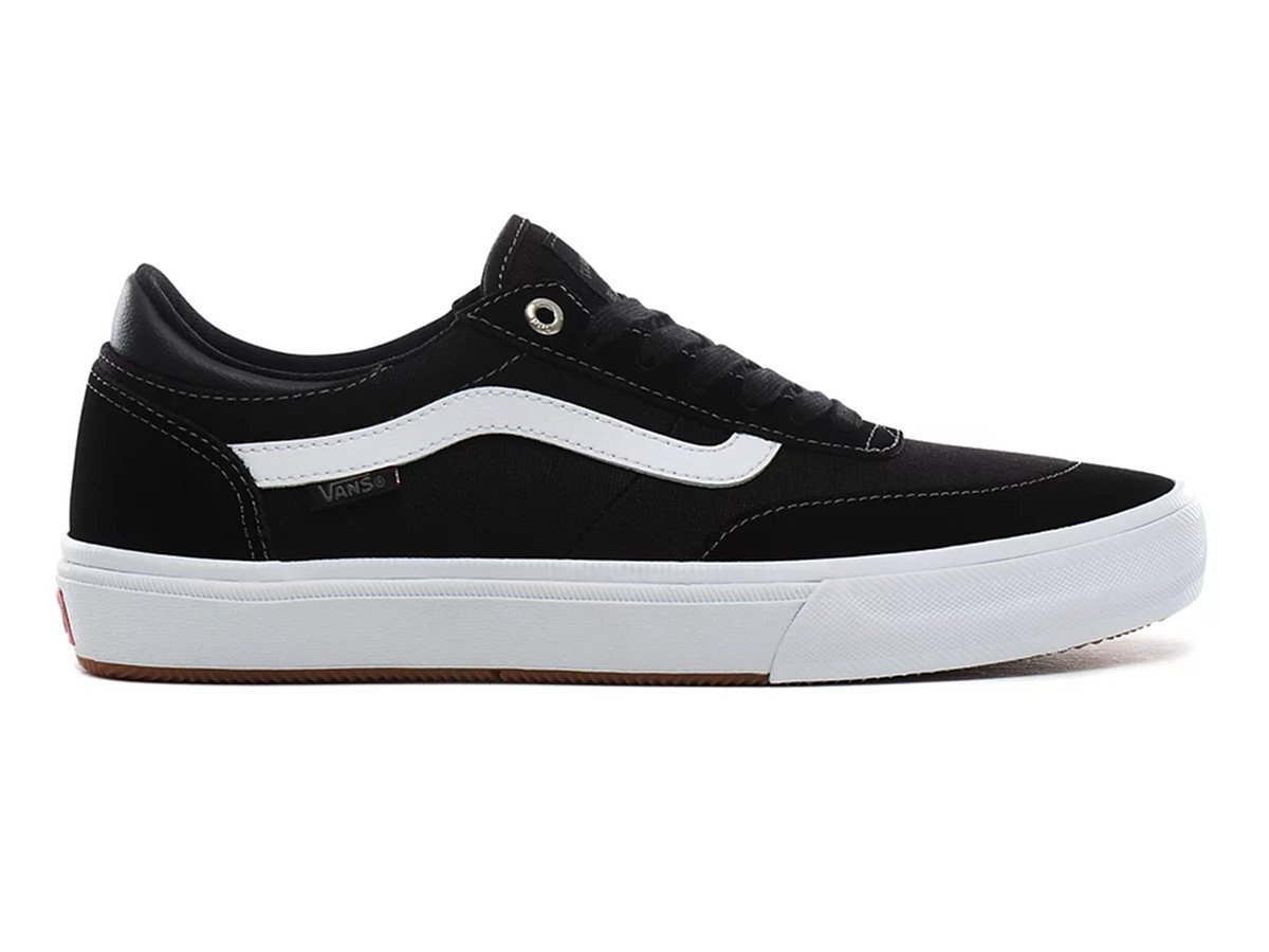 vans pumps black