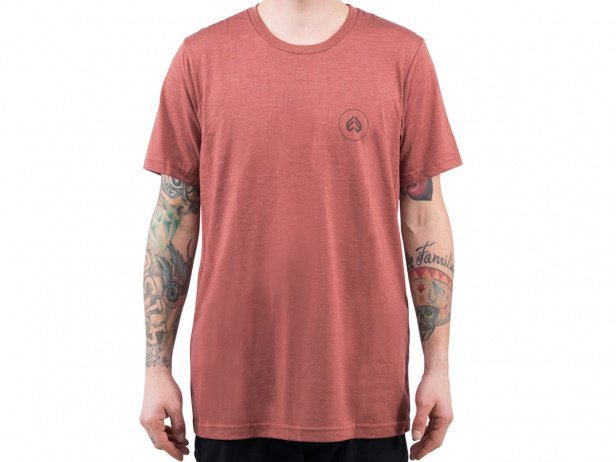 "eclat ""Circle Icon"" T-Shirt - Heather Clay Red"