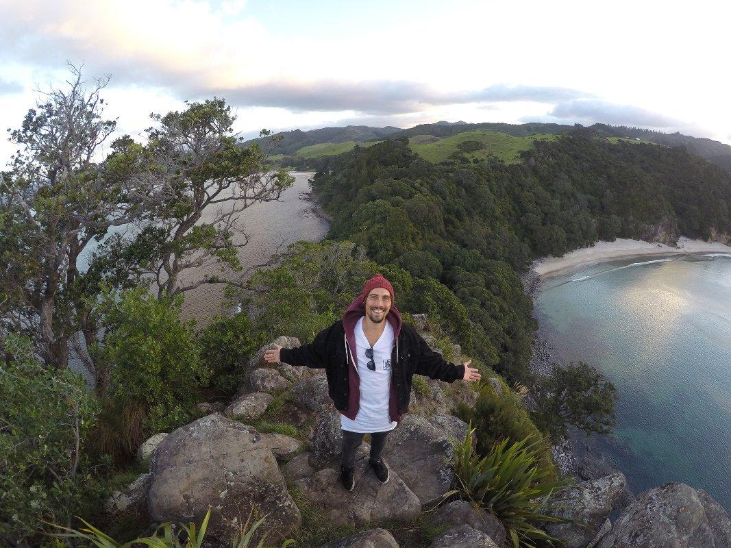 Jonas Bader geniesst die atemberaubende Landschaft von Neu Seeland