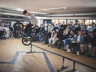 Elias Bauer bei uns im Lager kunstform Stock Session 2019